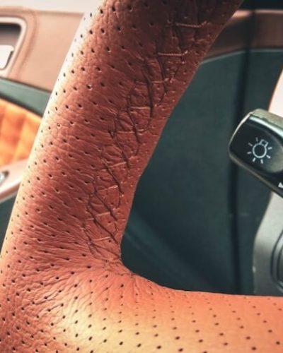 перетяжка руля коричневой кожей в ижевске
